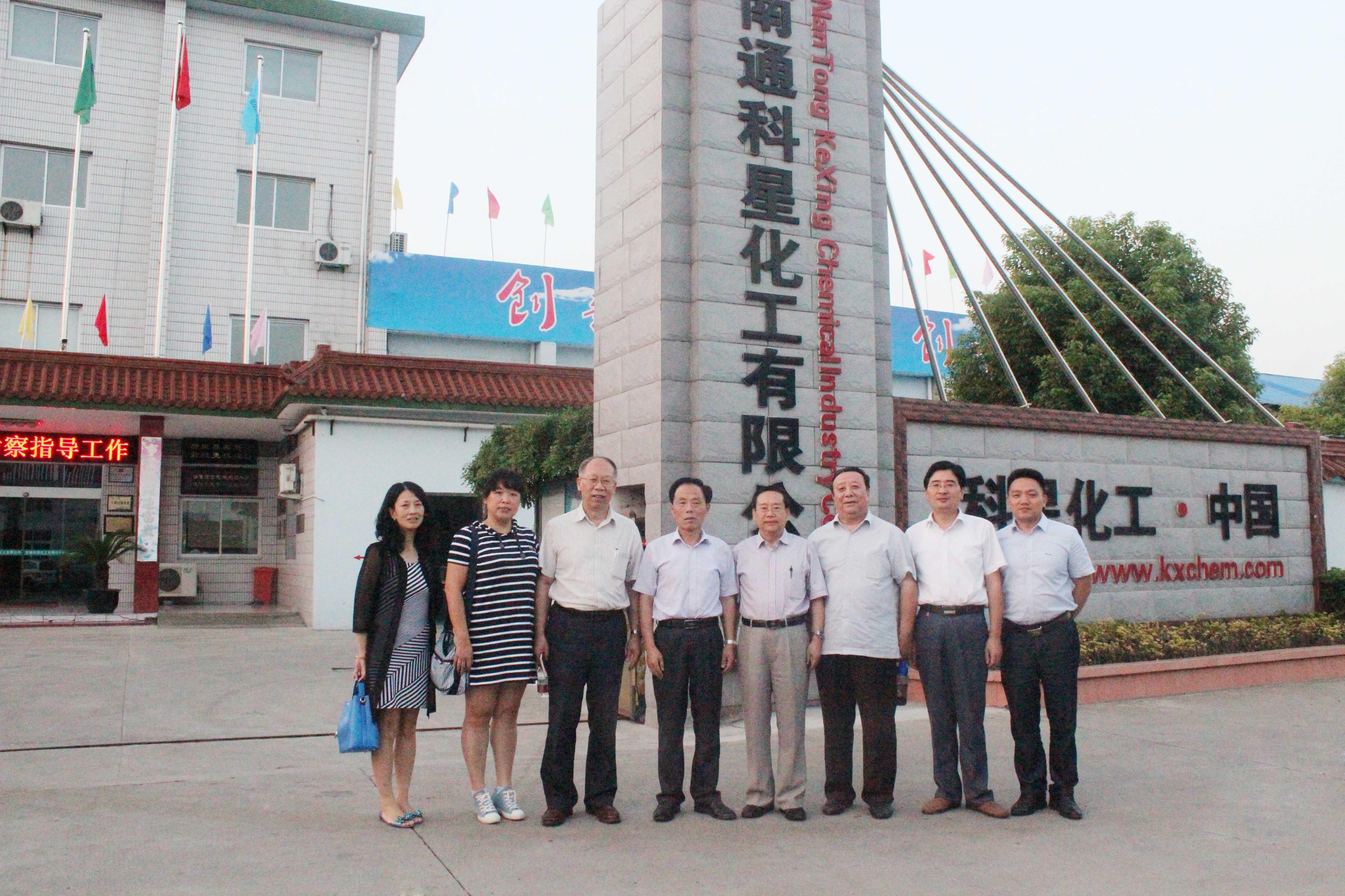 当前位置:首页 > 新闻动态  在公司董事长吴龙铁,总经理傅士超,海安县